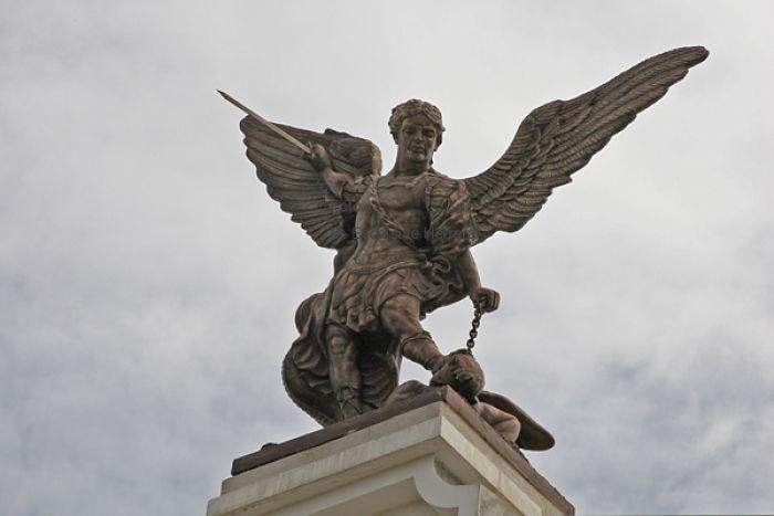 el-nombre-de-tu-arcangel-3_opt