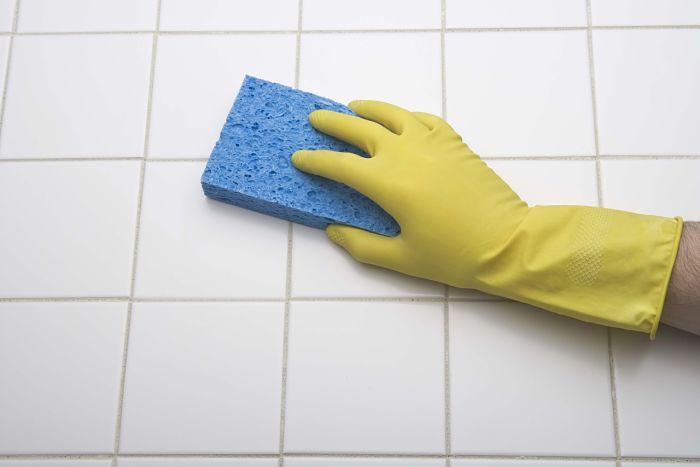 limpiar-baldosas-del-baño-2_opt