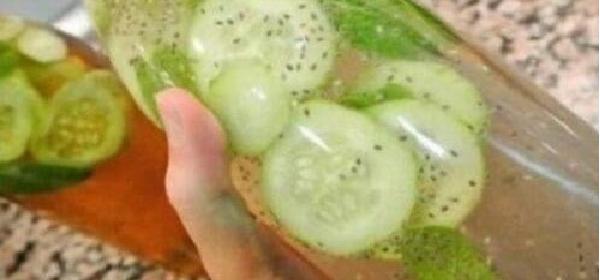agua-detox-de-limon-pepino-y-menta---1111